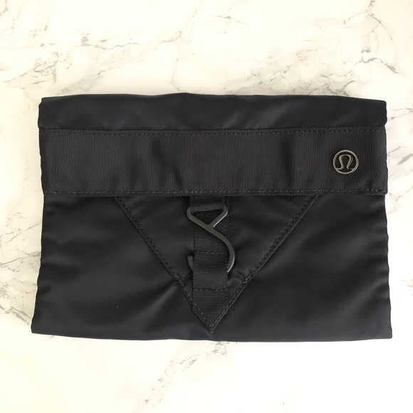 Lululemon black hanging travel gym bag pouch